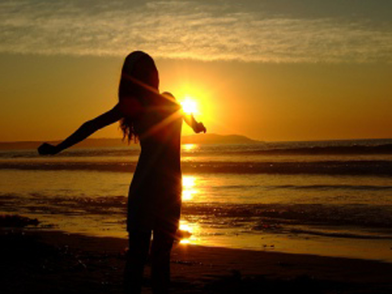 girl-sun-heart