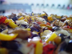 800px-Pizza_close_up_(1)