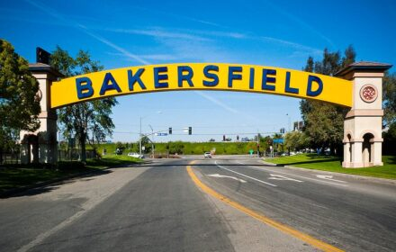 1024px-Bakersfield_CA_-_sign
