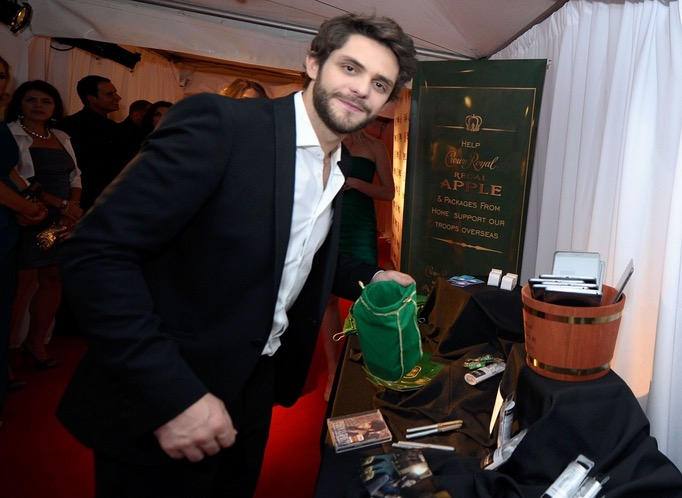 Thomas Rhett takes a moment to pack a Crown Royal Regal Apple care package in effort to honor US troops overseas at the BLMG After Party on November 5, 2014 in Nashville, Tennessee. (Photo by Ilya S. Savenok/Getty Images for Crown Royal)