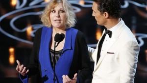 Kim Novak from last year's Oscars... so much awkward.